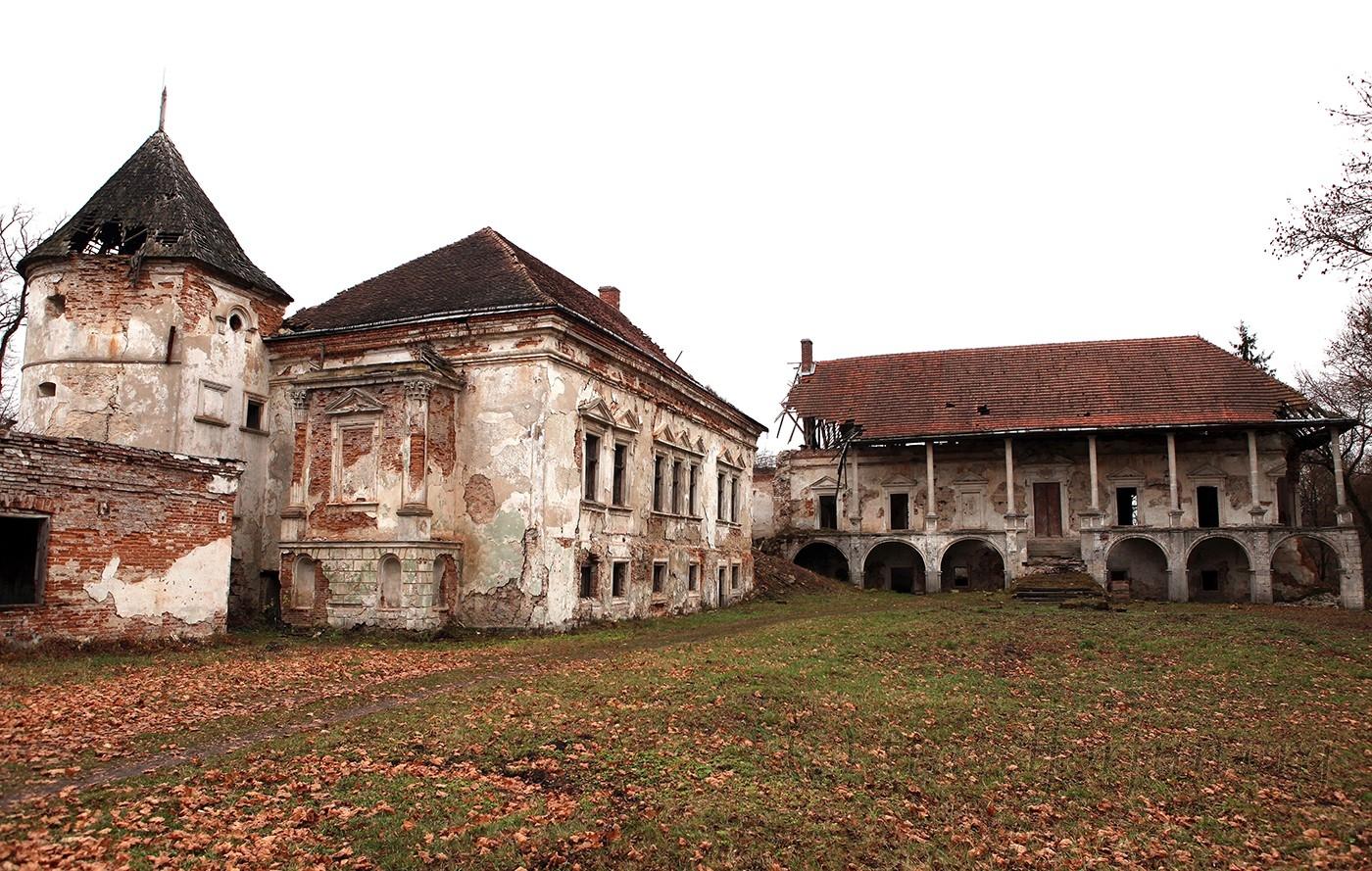 Pomoryany palace