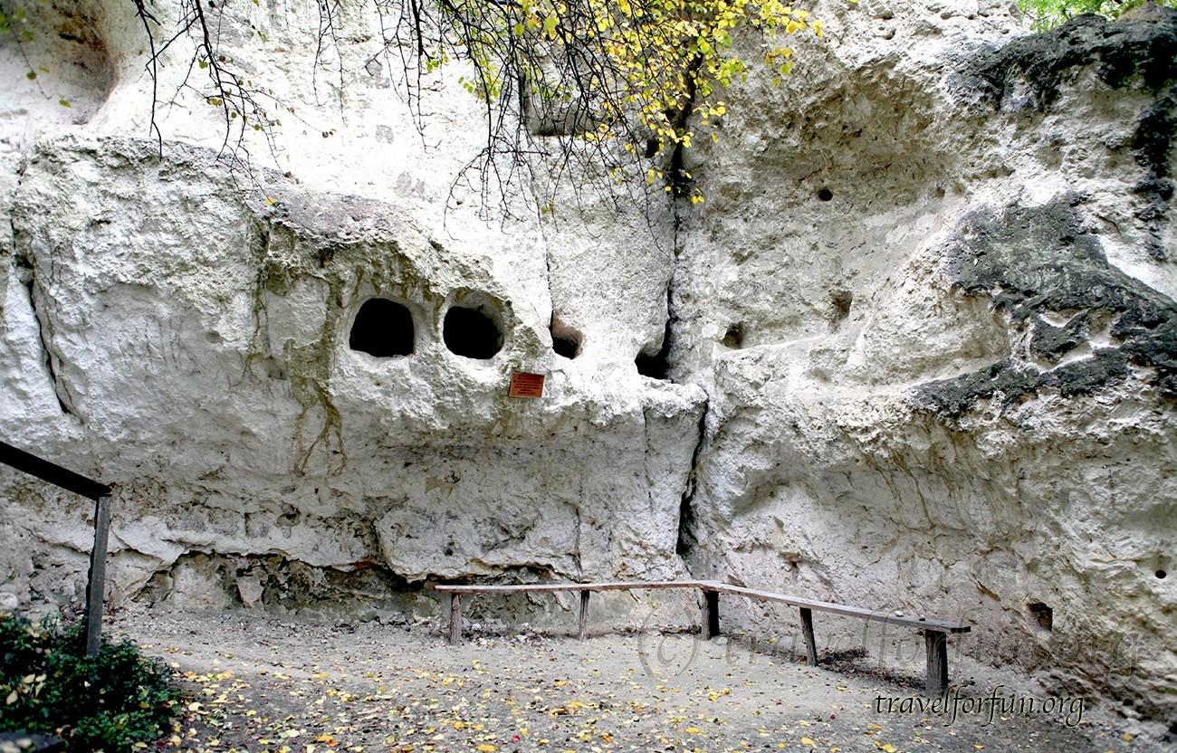 Бакотский Свято-Михайловский пещерный монастырь