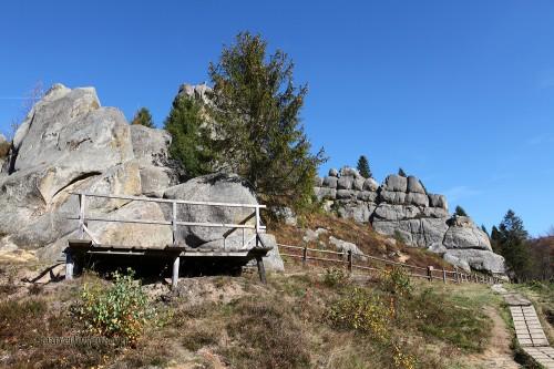 наскальный город-крепость Тустань