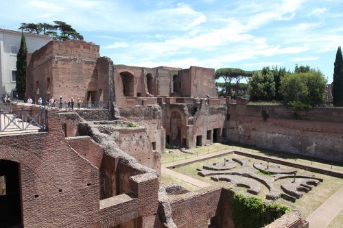 Внутренняя часть дворца Августов