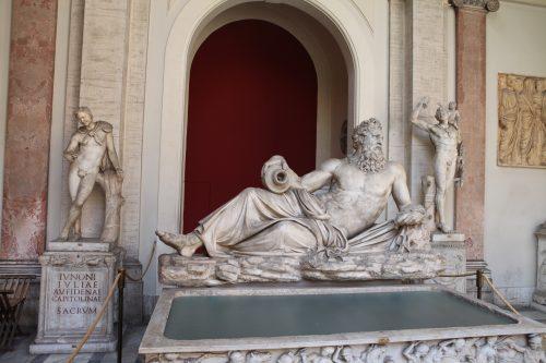 Античные статуи