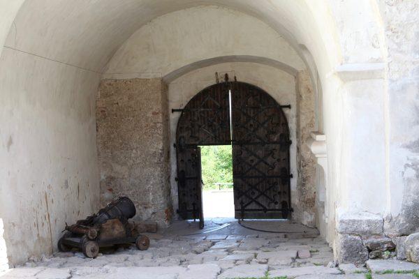 Ворота во внутренний двор замка