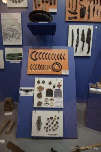 Экспонаты каменного века музея Дубно