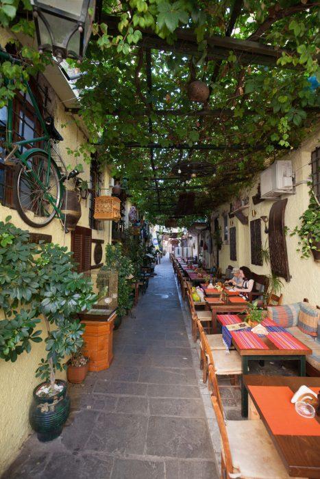Уличные кафе на Крите