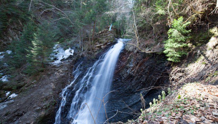 Водопад Женецкий Гук