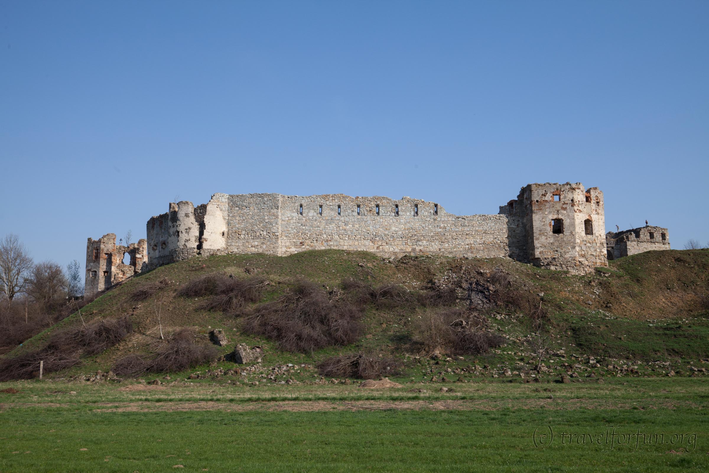 Пнівський замок у місті Надвірна