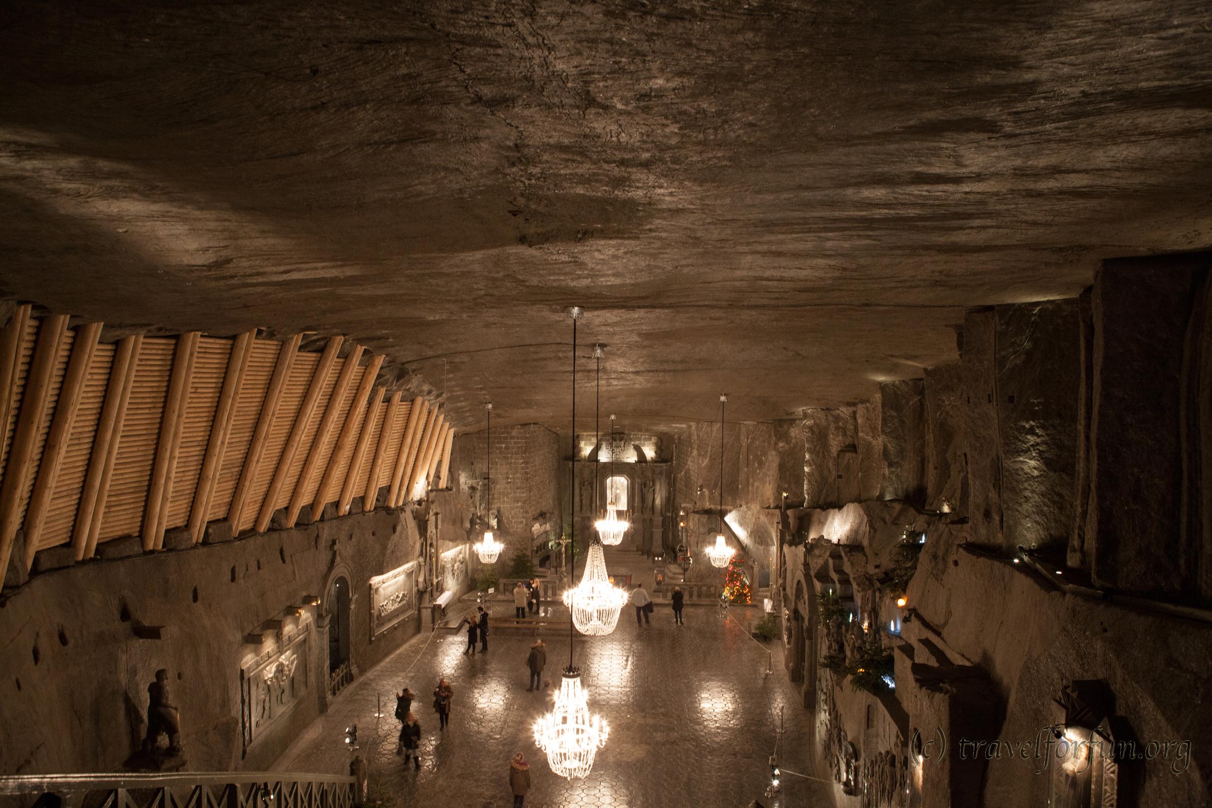 Соляная шахта «Величка» возле Кракова