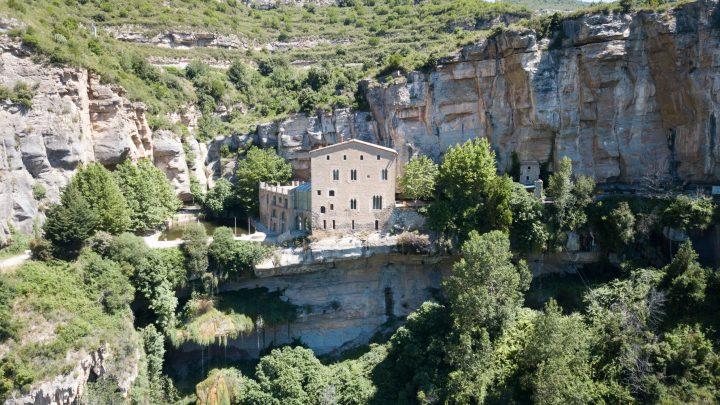 Горный монастырь Сан Мигель дель Фай возле Барселоны