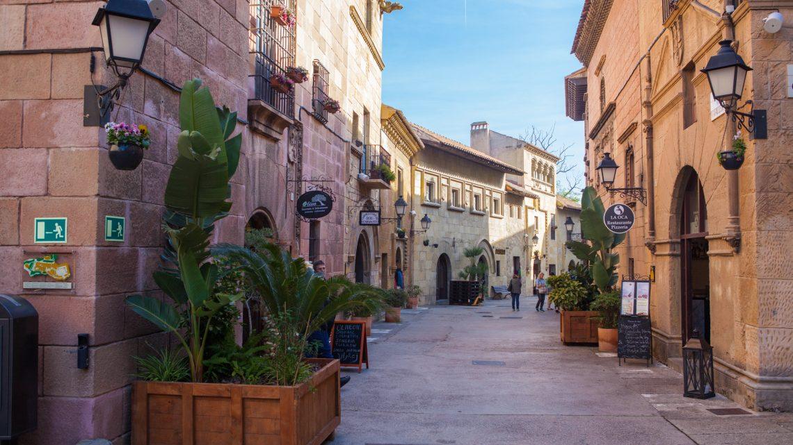 """Архітектурно-етнографічний парк-музей """"Іспанське село"""" в Барселоні"""